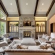 00neutral-tradtional-living-room